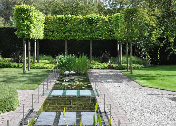 Aanleg en onderhoud van tuin en park welkom bij peter for Kleine tuinvijver